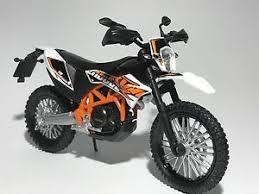 ktm 690 enduro r motorbike scale 1 18 diecast model toy bike car