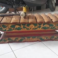Alat musik sasando ini termasuk alat musik tradisional daerah yang cukup terkenal. Alat Musik Saron Sejarah Asal Daerah Cara Mainnya Lengkap