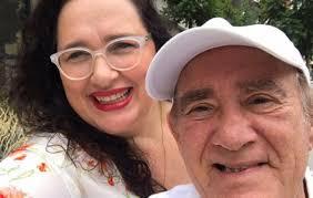 Renato Aragão dança ao lado de esposa em vídeo hilário e diverte a web