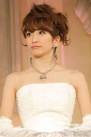 ドレスの笹崎里菜