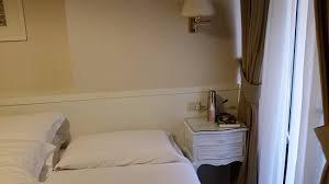 na cabeceira de casal o frete está 186,00, e na cabeceira de solteiro o frete mostra 161,00. Cabeceira Da Cama De Casal E Janela Da Rua Picture Of Hotel Modigliani Rome Tripadvisor