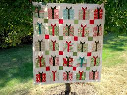 The Flurry quilt by Kate Spain is showing up all over blog land ... & Loose Threads: Charming Christmas Present Quilt Adamdwight.com
