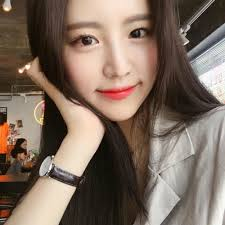 to describe the makeup style of hyobin the most accurate word is korean standard it means light make up layer but still highlight that you often see in