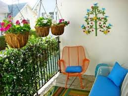balcony garden. Photo Via Www.finrealestate.com Balcony Garden