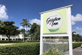 naples garden inn sign