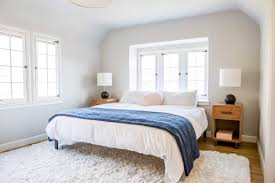 Bedroom Design With Bed In Front Of Windows Ask The Audience Master Bed In Front Of Window Emily