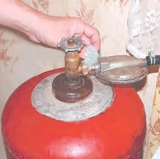 Что делать при утечке газа Признаки утечки ОБЖ Реферат доклад  Кроме того газ может вытекать прямо из трубы если в ней образовалась трещина или неплотно соединены ее стыки