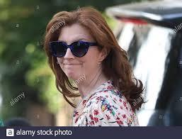 London, Großbritannien. Juni 2021. Martha Hancock, Ehefrau von  Gesundheitsminister Matt Hancock, verlässt das Haus. Es wird berichtet,  dass der Gesundheitsminister in einer Beziehung mit einer Helferin Gina  Coladangelo stand. Bildnachweis: Ben Cawthra/Sipa