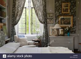 Lined Bedroom Curtains Marvic Fabric Lined Walls With Matching Curtains In Bedroom With