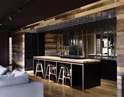 Plafond Noir Avec Spots Luminaires Noirs, Cuisine Bistrot Noire Avec Ilot  Central Noir Et Bois