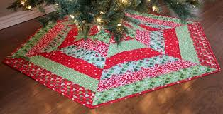 Christmas Tree Skirt Pattern Extraordinary Holly Christmas Tree Skirt Quilt Patterns Baby Quilt Size