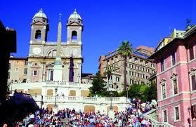 Die spanische treppe (italienisch scalinata di trinità dei monti, der deutsche name ist von der unterhalb gelegenen piazza di spagna abgeleitet) in rom ist eine der bekanntesten freitreppen der welt. Spanische Treppe In Rom