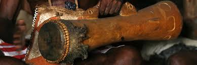 Alat musik tradisional ini kerap dijadikan cendera mata oleh para turis. Tifa Papua Nada Ritmik Khas Bumi Papua Indonesia Kaya