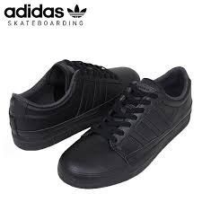 it is one pair to fit various styles with all black leather upper as i am strong in a dirt it is perfect for town use and skating use