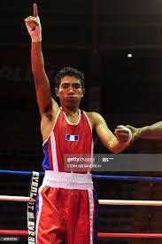 Guatemala's boxer Eddie Valenzuela celebrates after defeating his ...