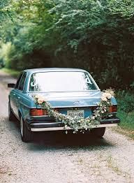 to decorate your wedding getaway car
