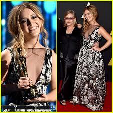 billie lourd 2015. Brilliant 2015 Billie Lourd Accepts Her Grandma Debbie Reynoldsu0027 Honorary Oscar At  Governors Awards 2015 On 2015