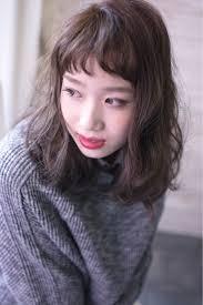 今時の大人可愛いはオン眉で作る最強愛されヘアスタイル 前髪
