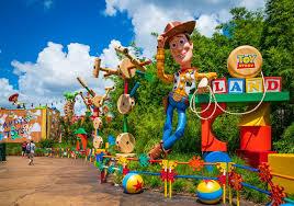 Momtastic | Disney World - Toy Story Land