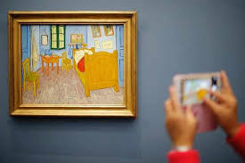 image for ilrative purpose only a visitor takes a picture of the painting la
