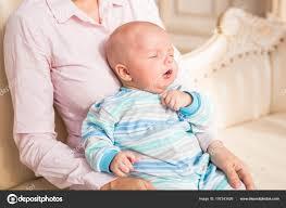 Entzückende Baby Junge Im Sonnigen Schlafzimmer Neugeborenes Kind