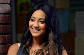 get pll s emily fields sporty beauty look
