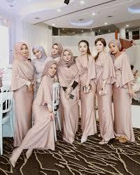 Dapatkan seragam pernikahan di indonesia. 5 Inspirasi Model Seragam Bridesmaid Hijab Yang Elegan Nan Anggun Tiru Yuk Semua Halaman Cewekbanget