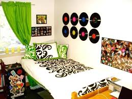 cool ways to hang pictures in your room without frames hanging records wall creative way decorate