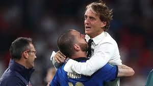 شاهد بكاء روبرتو مانشيني بعد تتويج إيطاليا بكأس الأمم الأوروبية (فيديو)