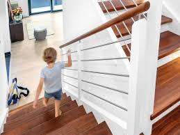 Wir zeigen ihnen die passenden produkte, anwendungsbeispiele und die richtigen bauexperten. Treppe Holztreppe Bauen Mit Schworerhaus