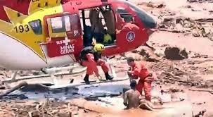 Resultado de imagem para bombeiro helicoptero brumadinho
