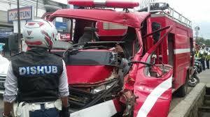 Ini daftar calon tetap dprd kabupaten subang pemilihan. Mobil Pemadam Kebakaran Di Bandung Kecelakaan Saat Menuju Tkp Sopir Dan Penumpang Jadi Korban Tribun Jabar