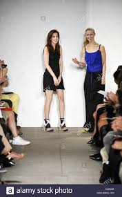Flora Gill Fashion Designer Ohne Titel New York Ready To Wear Spring Summer 2011fashion