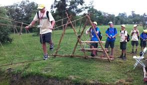 how to build a rope bridge crossing the monkey bridge in the pioneering area of the