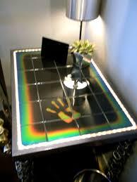 Heat-sensitive color-changing tile.