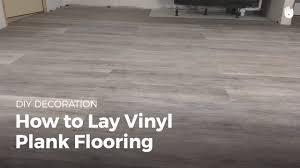 how to lay vinyl flooring household diy projects sikana how to lay vinyl floor tiles on