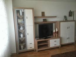 Wohnzimmer Schrank Wohnwand Teppich Tisch