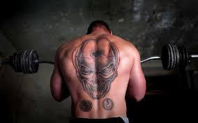 татуировки на спине мужские фото тату черепа у мужчины 1920x1200