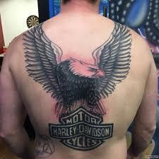 орел с крыльями и надписью тату на спине у парня добавлено иван