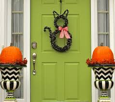 child friendly halloween lighting inmyinterior outdoor. Apartment Halloween Decoration Ideas For Apartments Licious And Seasonal Front Door Inmyinterior Fleur De Lis Home Child Friendly Lighting Outdoor