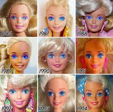 tahun 80 an barbie kembali ber makeup tebal namun ekspresi wajahnya terlihat lebih polos daripada barbie tahun 60 an barbie tetap mempertahankan wajah