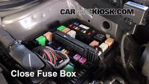 replace a fuse 2013 2016 hyundai santa fe 2013 hyundai santa fe 6 replace cover secure the cover and test component