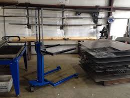 homemade mobile hydraulic lift adapted from a hydraulic per jack capable of lifting 500 lb plates up to 36
