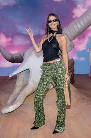 Bella Hadid Poses at Paris Fashion Week ...