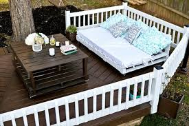 pallet daybed with table for backyardpallet daybed with table for backyard