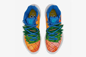 A parceria Nike x Kyrie Irving traz a casa de abacaxi do Bob Esponja em  novo tênis