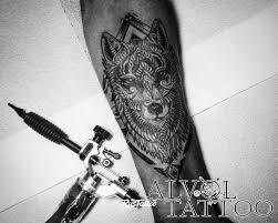 фото татуировки волк геометрия в стиле авторский блэкворк графика