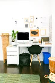 Be Prepared: 10 Things To Always Keep In Your Desk at Work | Apartment  Therapy