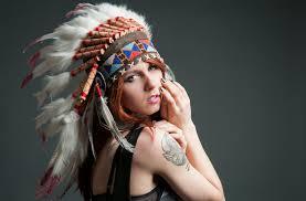 девушка лицо взгляд татуировка головной убор перья фон Hd обои для