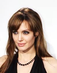 تسريحات الشعر القصير يجعل أنجلينا جولي سعيدة Epsosde